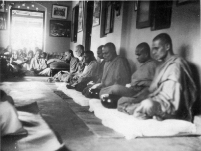 Temple monks - Dana 1960